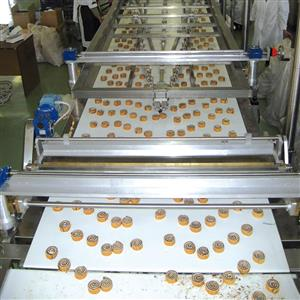 "Rolling up unit for sponge cake for product like ""Girella"""