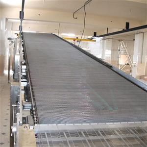 Overhead sponge cake cooling conveyor, the conveyor is made of stainless steel wire-mash